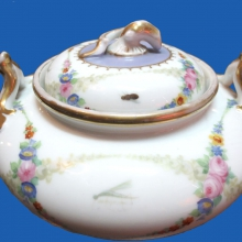 The Gardner Factory. Sugar Bowl. Tea Set Tete-a-tete of 7 items. The middle of the XIX century. Porcelain, overglaze painting, gilding. H-8.5; D-14.5; Fas-17.